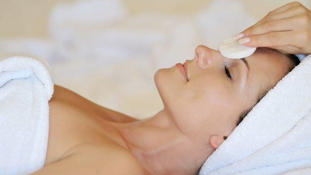 Manualne czyszczanie twarzy